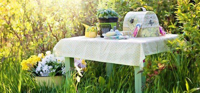 Bunter Gartentisch